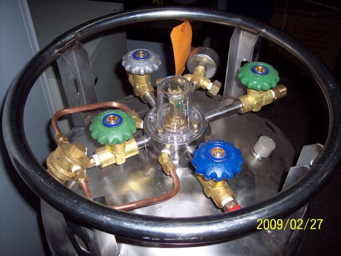 XL-45液氮罐3顶端图片7.21.jpg
