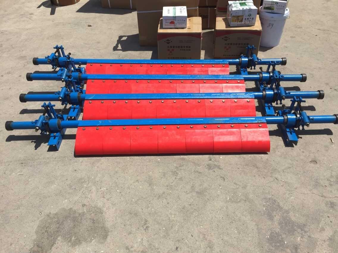 600皮带机清扫器   电动旋转刷式清扫器能有效的清扫滚筒表面和输送带