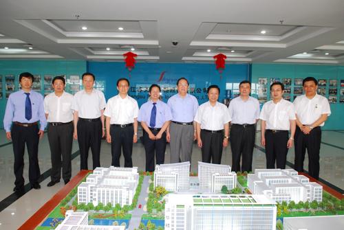 中共中央政治局委员、上海市市委书记俞正声等领导参观天瑞仪器.JPG